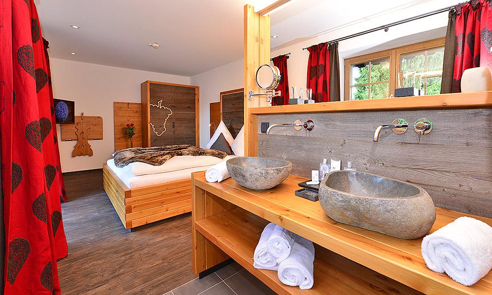 Hotelzimmer mit Whirlpool & Balkon in Oberstdorf im Allgäu ...
